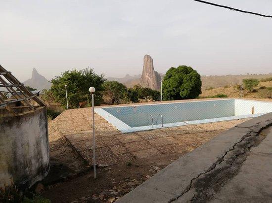 Rhumsiki, Camerún: Piscine en rade. Mais avec le retour des touristes, l'activité va reprendre...