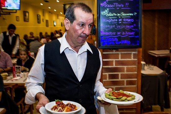 Pippo Restaurant (Parana): Nuestros Mozos en acción !!
