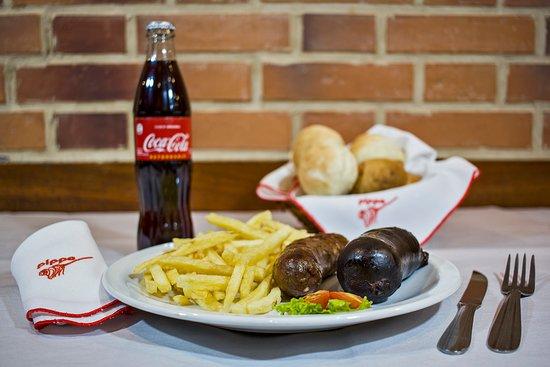 Pippo Restaurant (Parana): Combo Chorizo, Morcilla, Papas Fritas mas Gaseosa