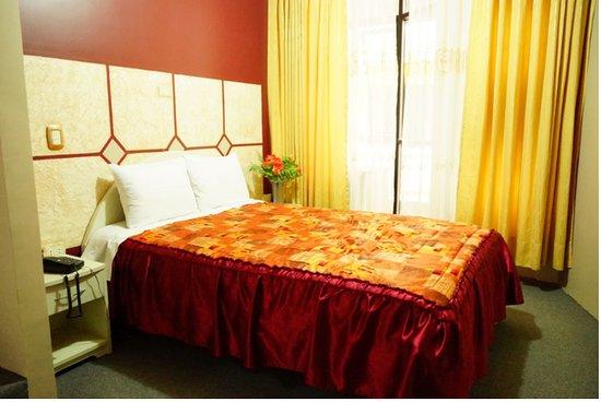 Chota, Perù: Habitación suit matrimonial con vista a la calle, incluye un jacuzzi con agua caliente Room whit street view , includes jacuzzi