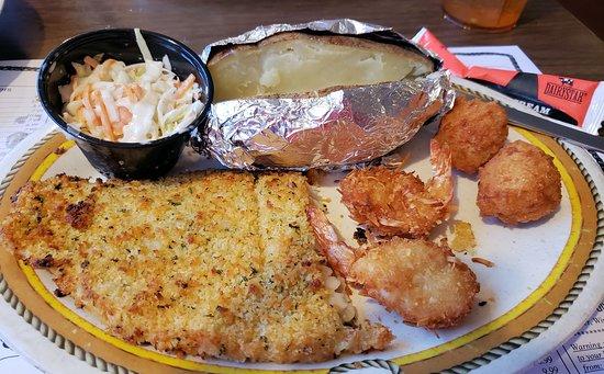 Myakka River Oyster Bar: Horseradish crusted fish.