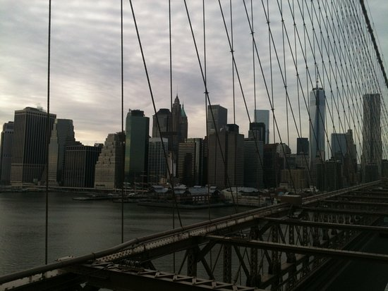 Nueva York, Estado de Nueva York: Manhattan and Pier 17 from Brooklyn Bridge