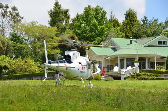 Country Villa Estate: Heli Pick-up & Drop-off Guests