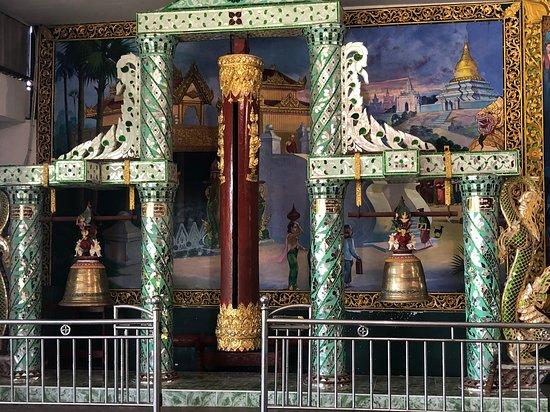 Nga Htat Gyi Pagoda: במקדש