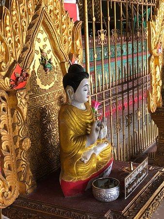 Nga Htat Gyi Pagoda: פסל בודהא