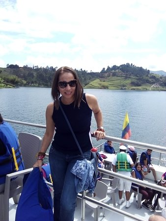 Guatape Tour, Piedra del Peñol Including a Boat Tour: Paseo en barco por el embalse, es genial y la tripulación super amable