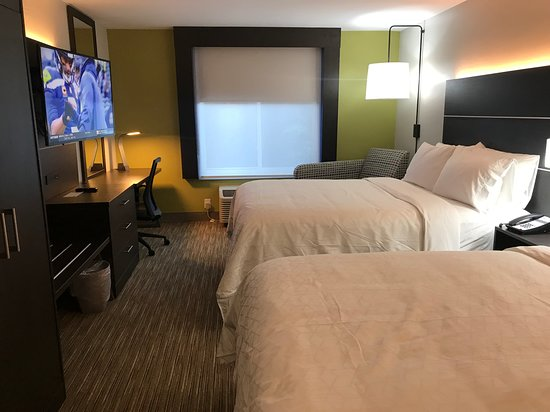 Holiday Inn Express Allentown North: Two Queen Beds Room