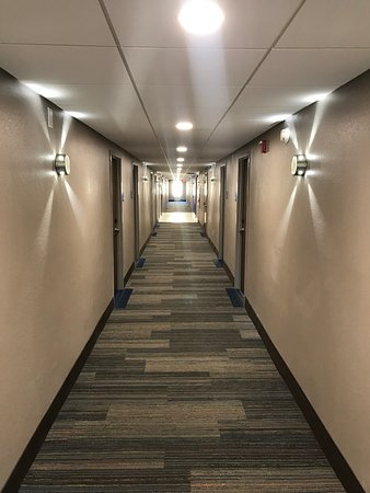Holiday Inn Express Allentown North: Hallway