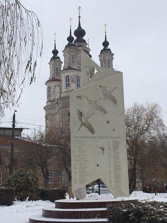 Памятник Журавли