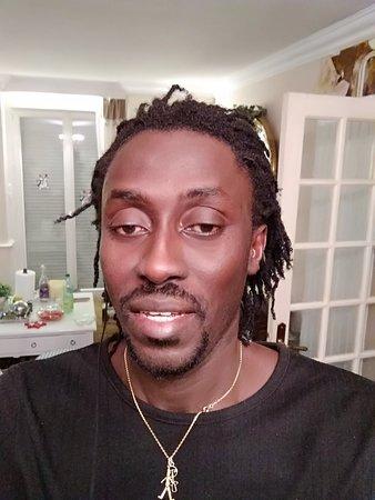 Je suis Djiby Ndiaye guide touristique au Sénégal très disponible asservi disposé à l'écoute de ses clients très sympa aime partager son bonheur