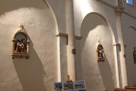 Église de l'Immaculée-Conception: L'intérieur de cette église