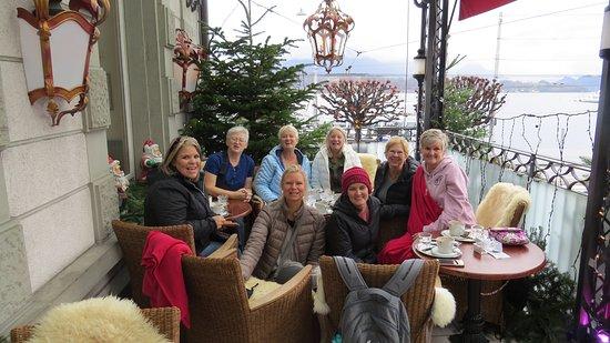 Restaurant Schwanen Cafe de Ville: Service on the balcony
