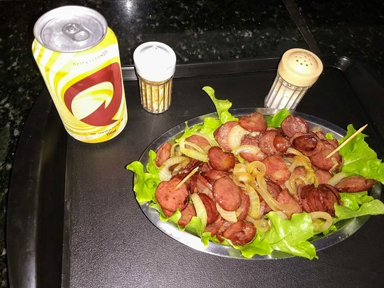 Acai Da Praca: Também faz pratos salgados e quentes