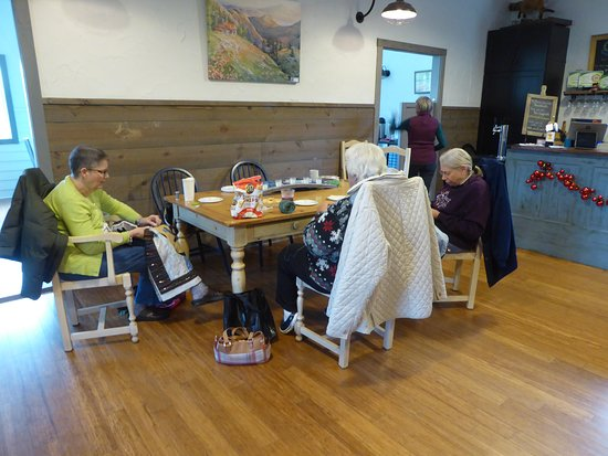 Thistle Gate Vineyards: Quilting Group