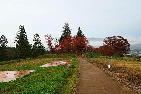 Nagurumi Castle Ruins: 二郭。屋敷などの遺構は一切ないです。