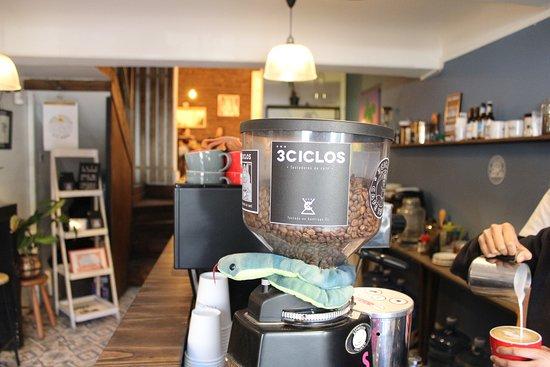 Nuestro café es 3CICLOS, tostado por nosotros.