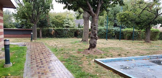 Exiting the front doors, turn left and there's a small hole in the hedgerow behind the trees. This is your shortcut to the cafes on Ave Charles de Gaulle. Otherwise, it's a long way around the hotel compound.