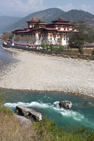 Western Bhutan Tour (8 days).View of the punakha dzong and female river.