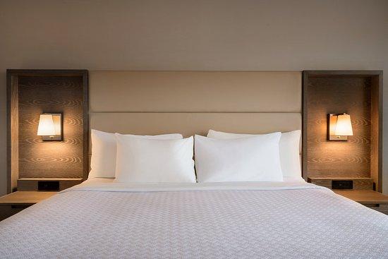 Englewood, NJ: Guest room