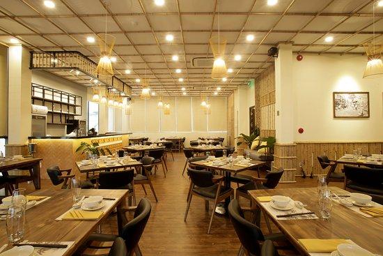 Zo Sai Gon Vietnamese Restaurant: không gian chung