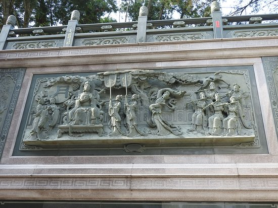 石面にも緻密な彫刻が数多く刻まれ、台湾の歴史の一端を見たように思いました。