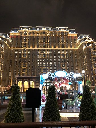 エッフェル塔側から見たパリジャンホテル