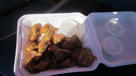 Castroville, Kalifornien: Fried artichoke hearts !!! Holy crap these are good !! hurry and get some....