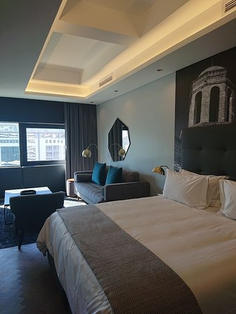 Amazing room very spacious and art work to tickle your fancy