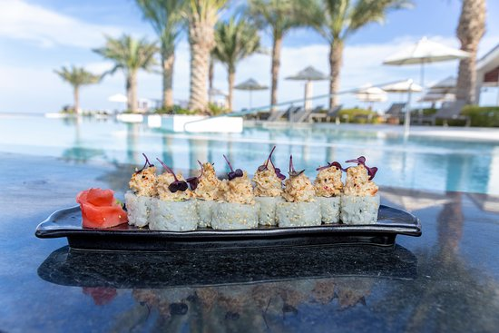 The Bank Beach Club: Cocktails and sushi at its best