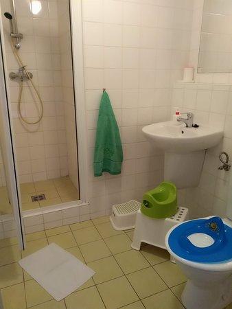 Koupelna na každém pokoji, možnost zapůjčení dětských potřeb zdarma.
