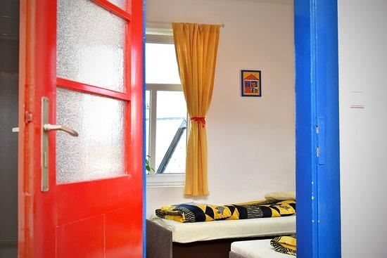 Koupelna na každém pokoji, možnost zapůjčení dětských potřeb zdarma. - Photo de Penzion Slunečnice, Dvur Kralove nad Labem