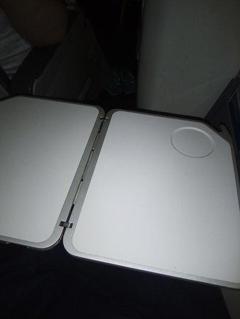 Azur Air : Столик спрятан в левом подлокотнике!