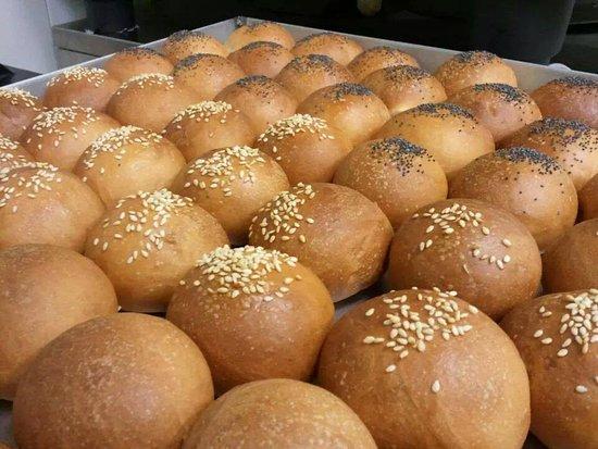 Mondo Goloso Pastry Shop: Dolci prodotti giorno per giorno all'interno del nostro laboratorio artigianale