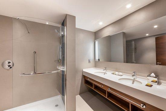 Hilton Garden Inn Dubai Al Jadaf Culture Village : One bed room suite bathroom