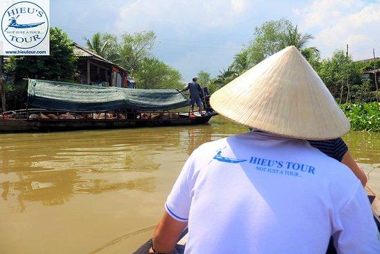 Hieu's Tour - Day Tours: Hand-rowing boat   Hieutour's day - www.hieutour.com +84939666156 contact@hieutour.