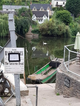 Symonds Yat, UK: The hand ferry at the Saracens Head