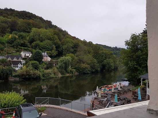 Symonds Yat, UK: Saracens Head, room 8 - loo with a view :)