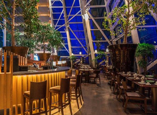 Blossom Restaurant: Bar & dining area