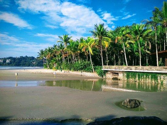 Iporanga beach : Foto tirada próximo da cachoeira.