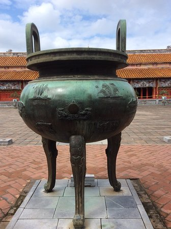 HVG Travel: One of 9 huge urns