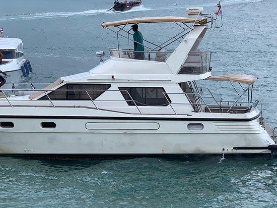 Phuket Yacht Charter Co. Ltd.: Vu de coté