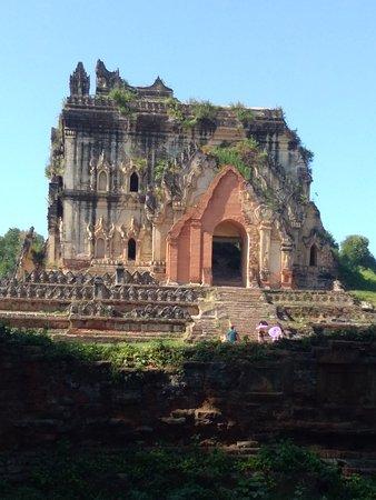 Lay Htat Gyi temple  TaDaU city
