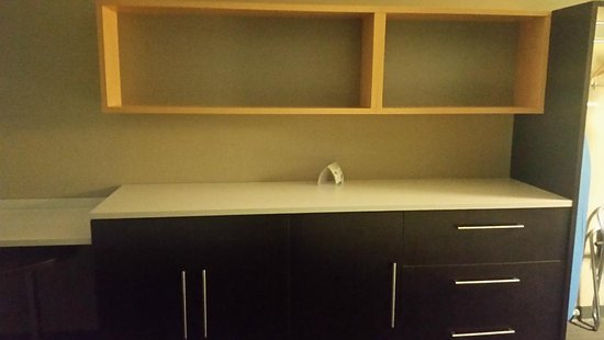 Home2 Suites by Hilton Florence: Drawer space and counter