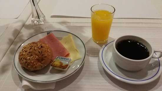 Funchal, Portugal : El Greco, aamiainen 3 €