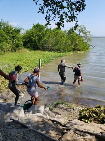 Mud Volcano, Pink Sea and Indigena's Town: going to the river to get washed