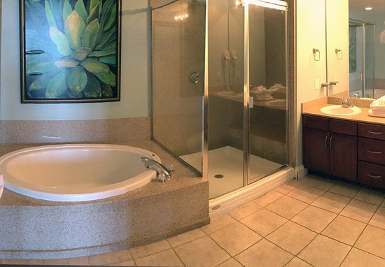 Laketown Wharf Resort By Emerald View Resorts: 2 & 3 Bedroom Bathroom