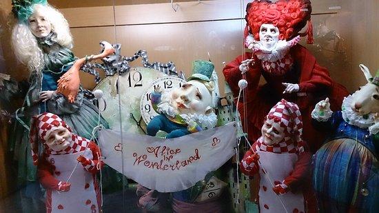 Preili Museum of Dolls: Алиса в стране чудес