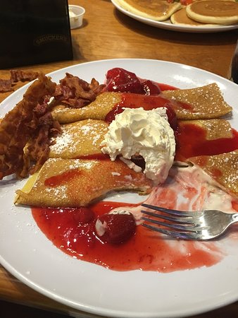 Sawyer's Farmhouse Restaurant: Crepes at Sawyers