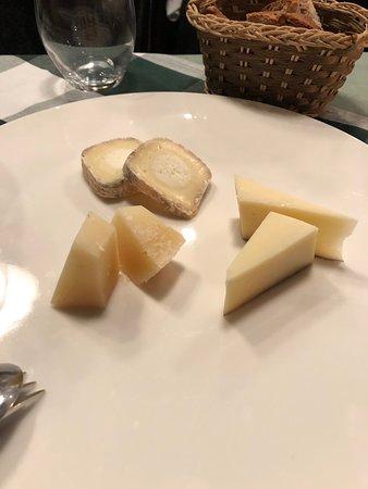 Trattoria Al Pompiere: Cheese!