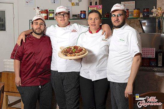 Villa Giovanna Pizzeria E Ristorante : Villa Giovanna - Team
